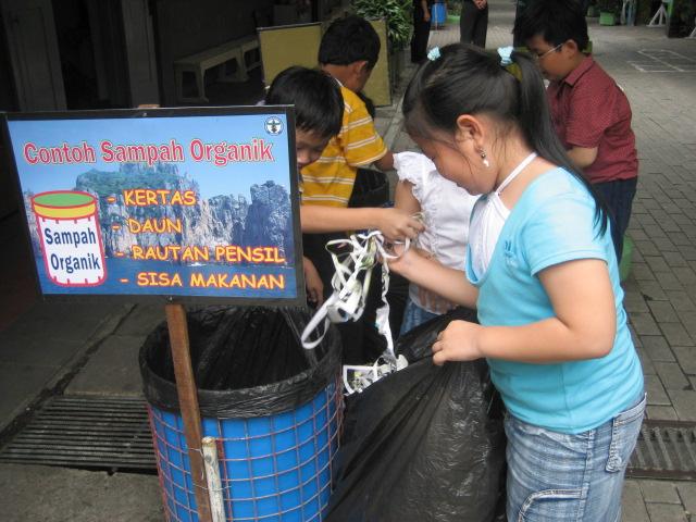 Tari Kecak Uluwatu Peduli Sampah